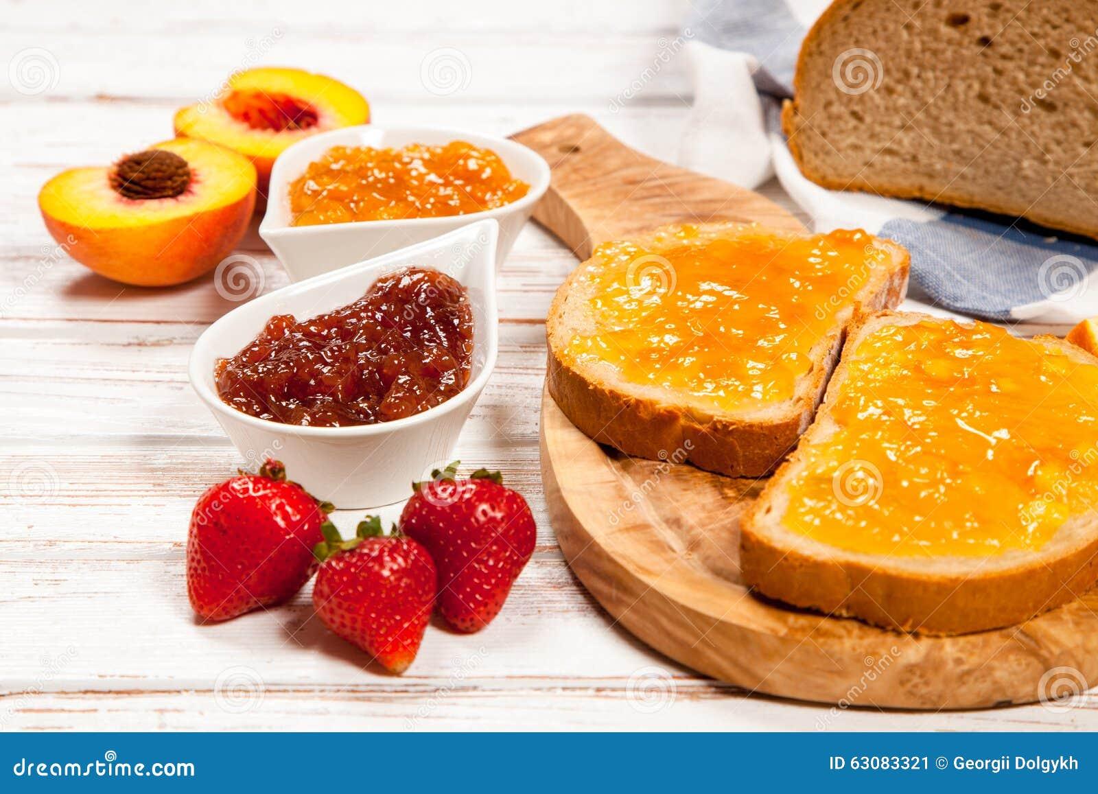 Download Tranches De Pain Avec La Confiture Image stock - Image du orange, plaque: 63083321
