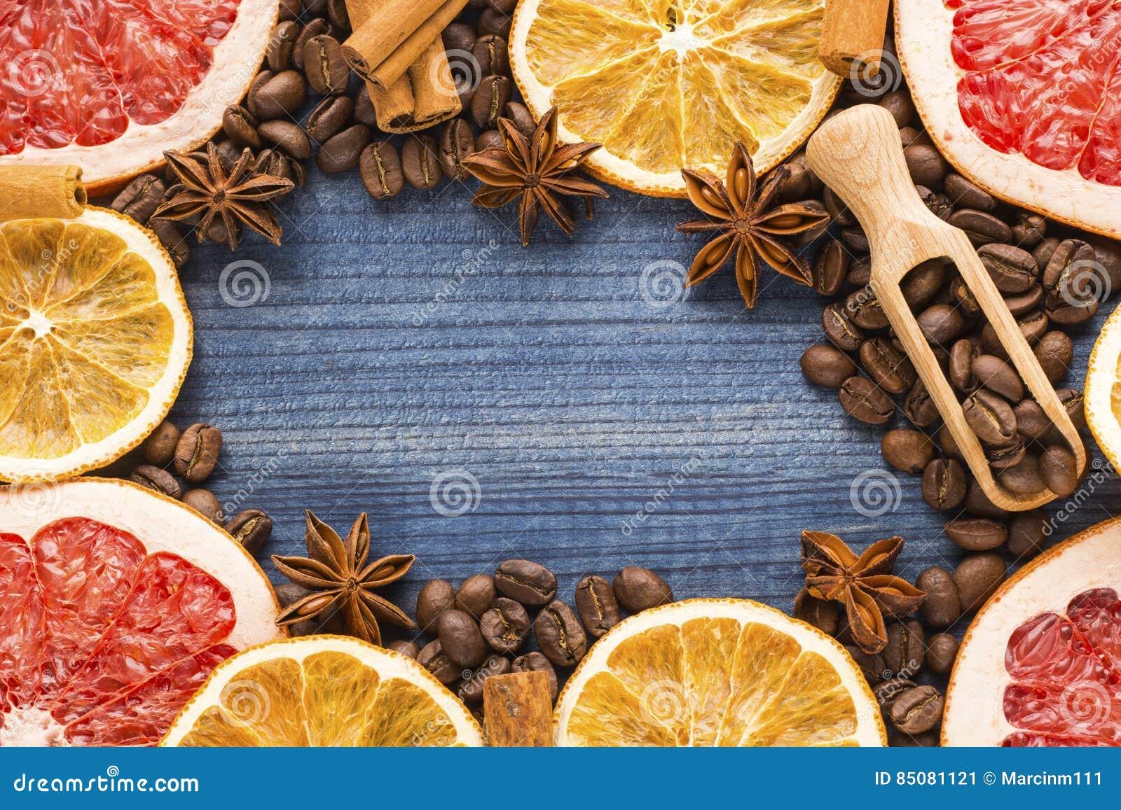 Tranches De Pamplemousse Et De Citron Grains De Café