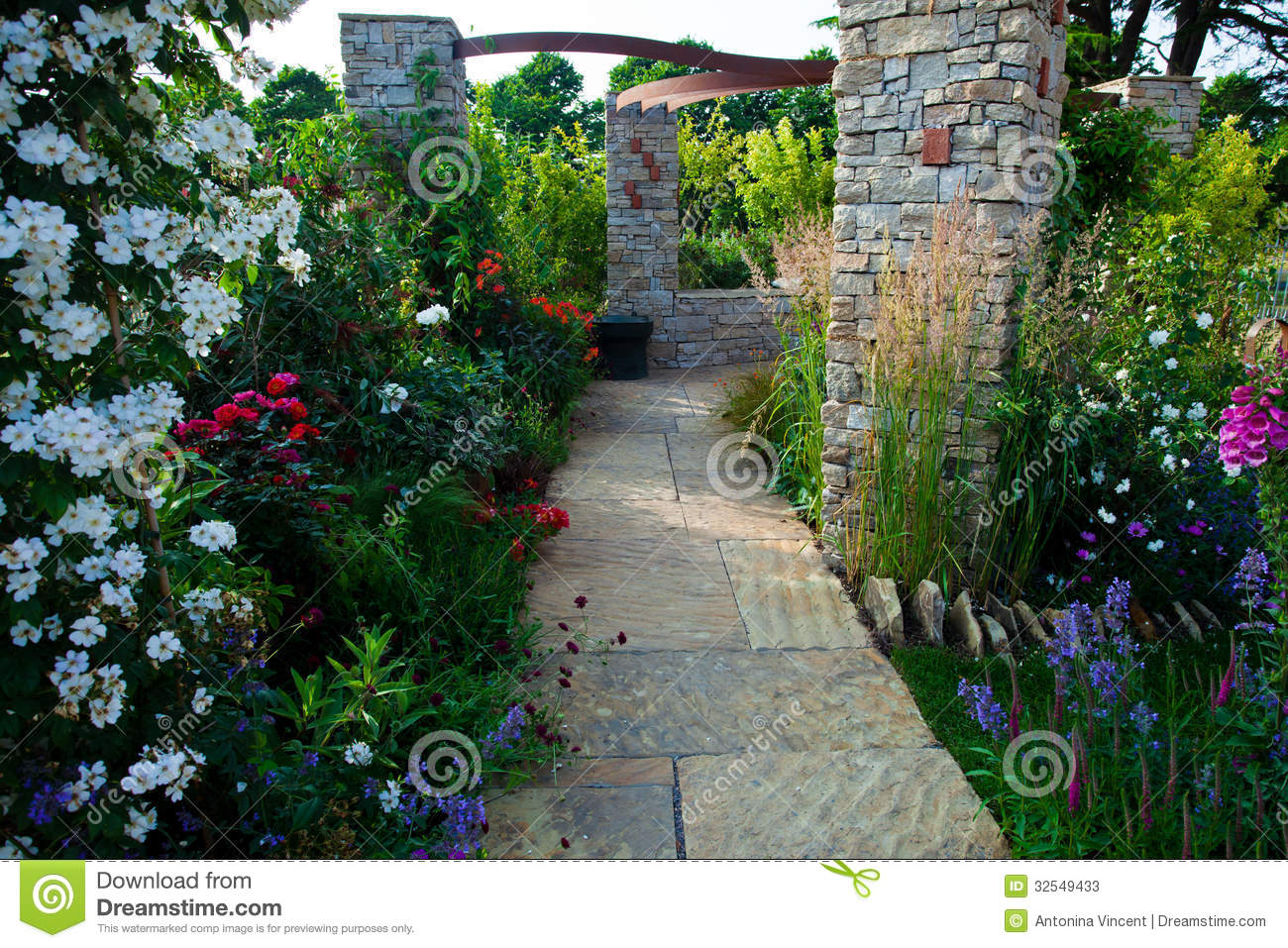 Tranquil Garden Stock Photos Image 32549433