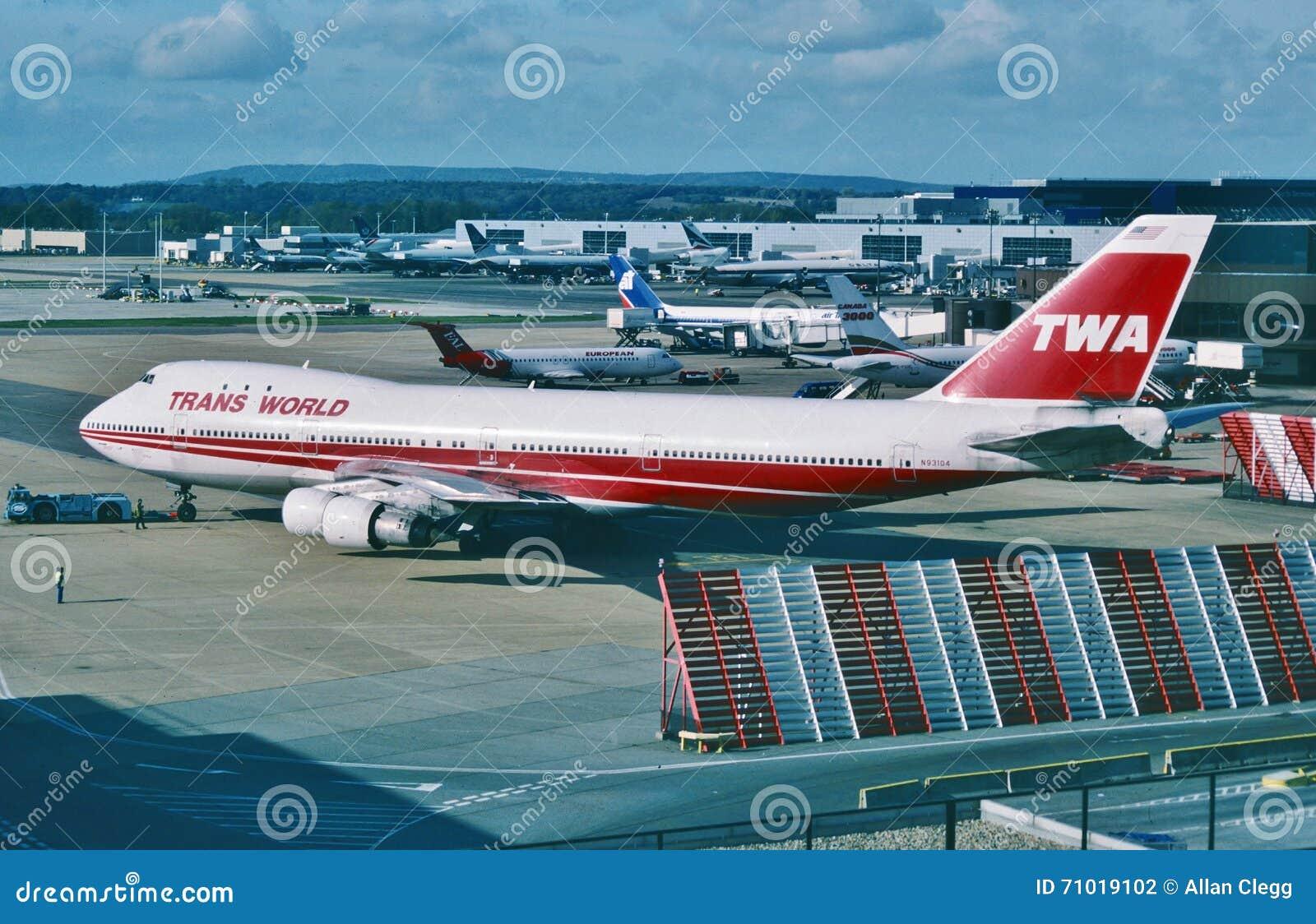 Trans World Airlines (TWA) Boeing B-747 bereit, für JFK-Flughafen, New York City im Februar 2001 abzureisen