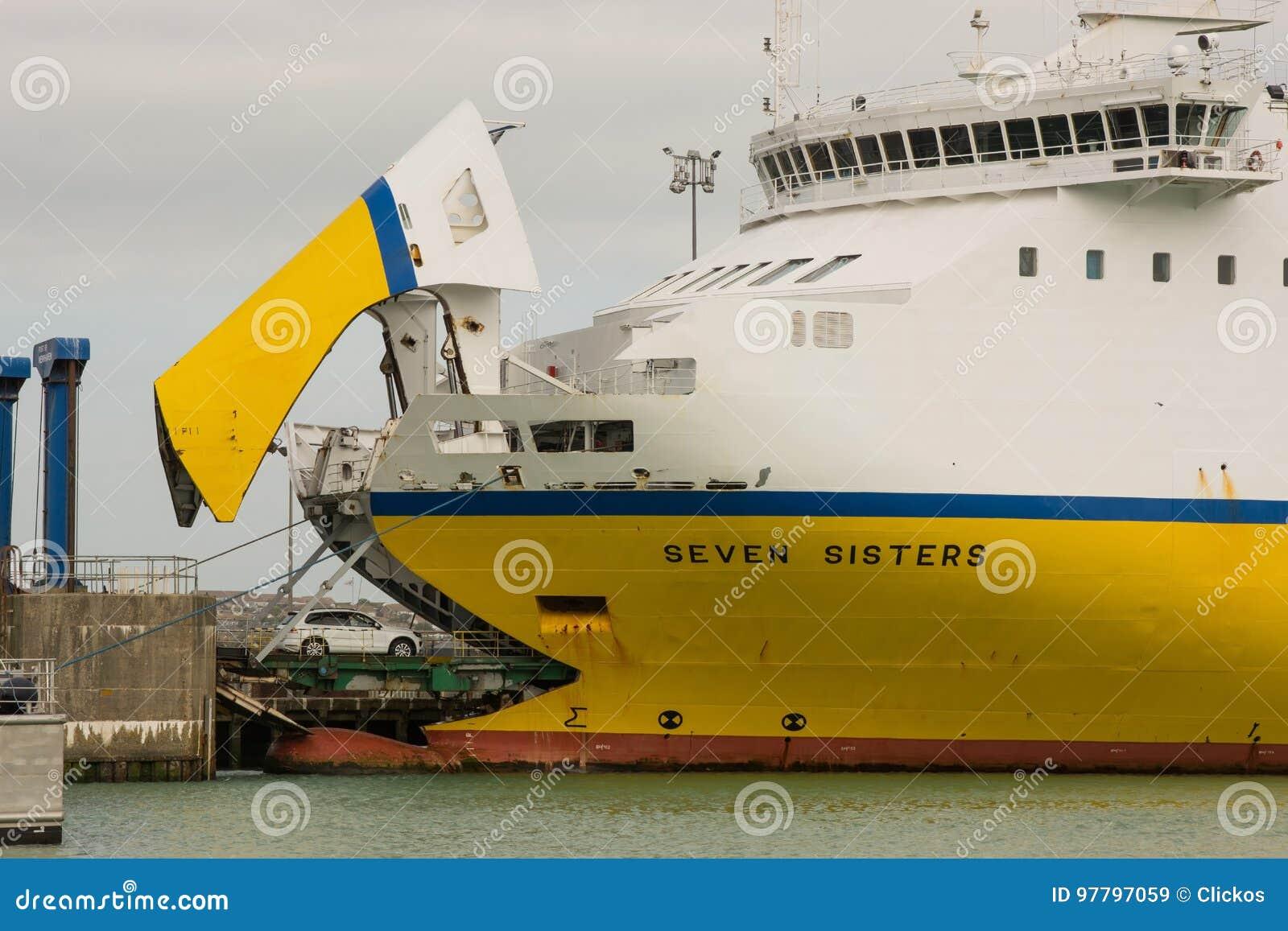 Transbordador de coche en New Haven, Sussex, Inglaterra