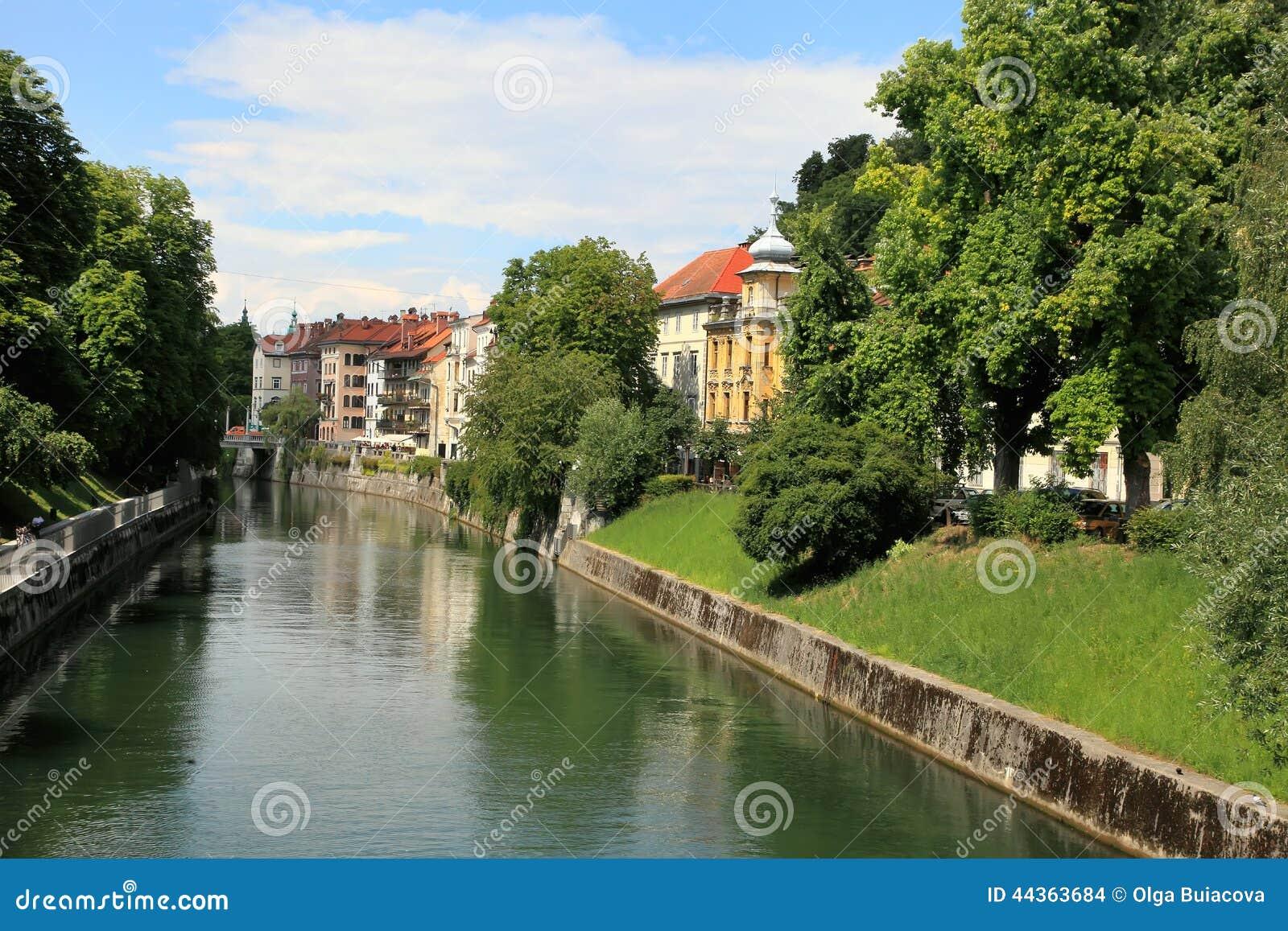 Transferrina - la Slovenia - centro urbano, vista sul fiume