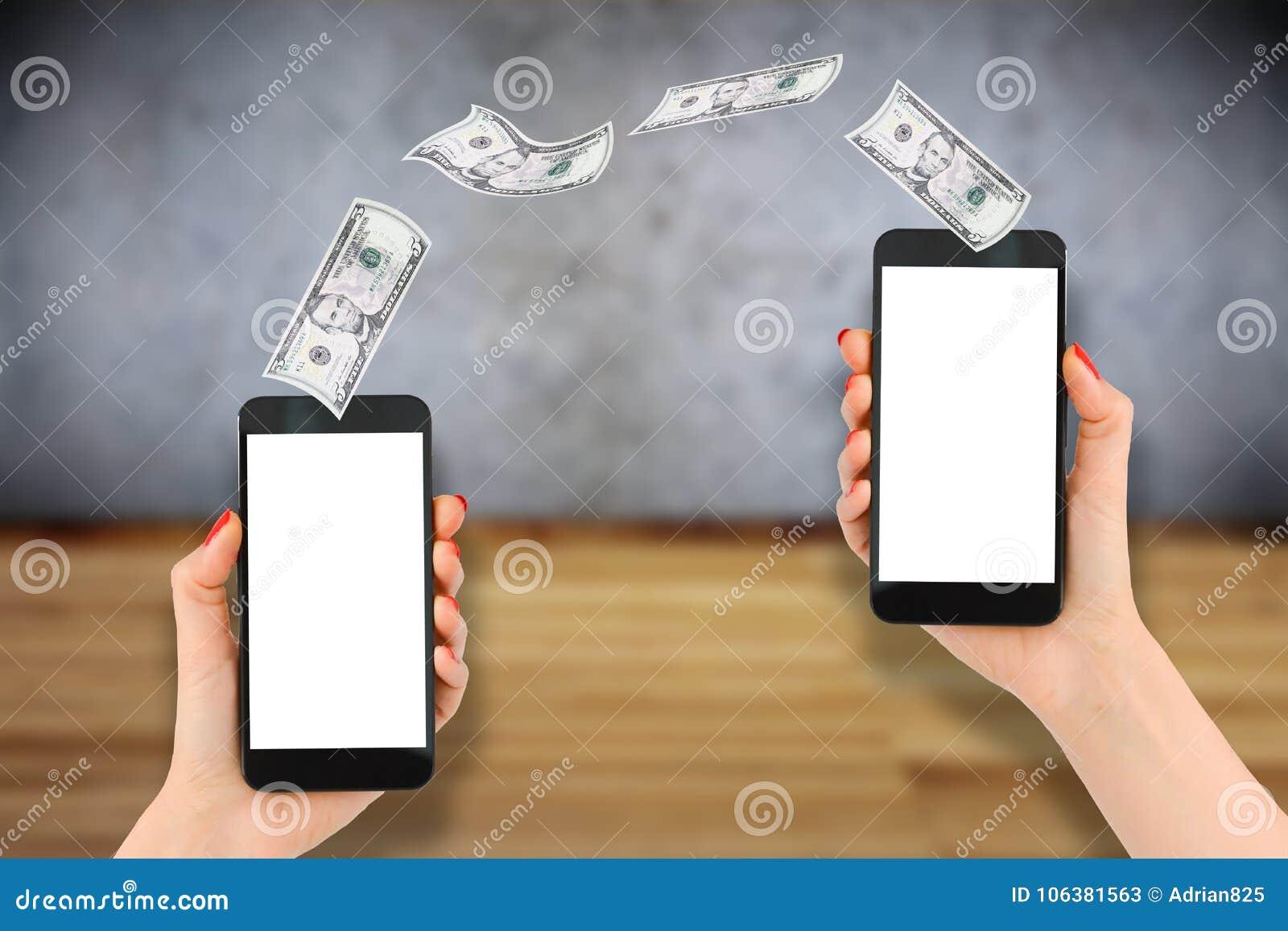 Transfert mobile de paiement ou d argent avec le smartphone, fond en bois
