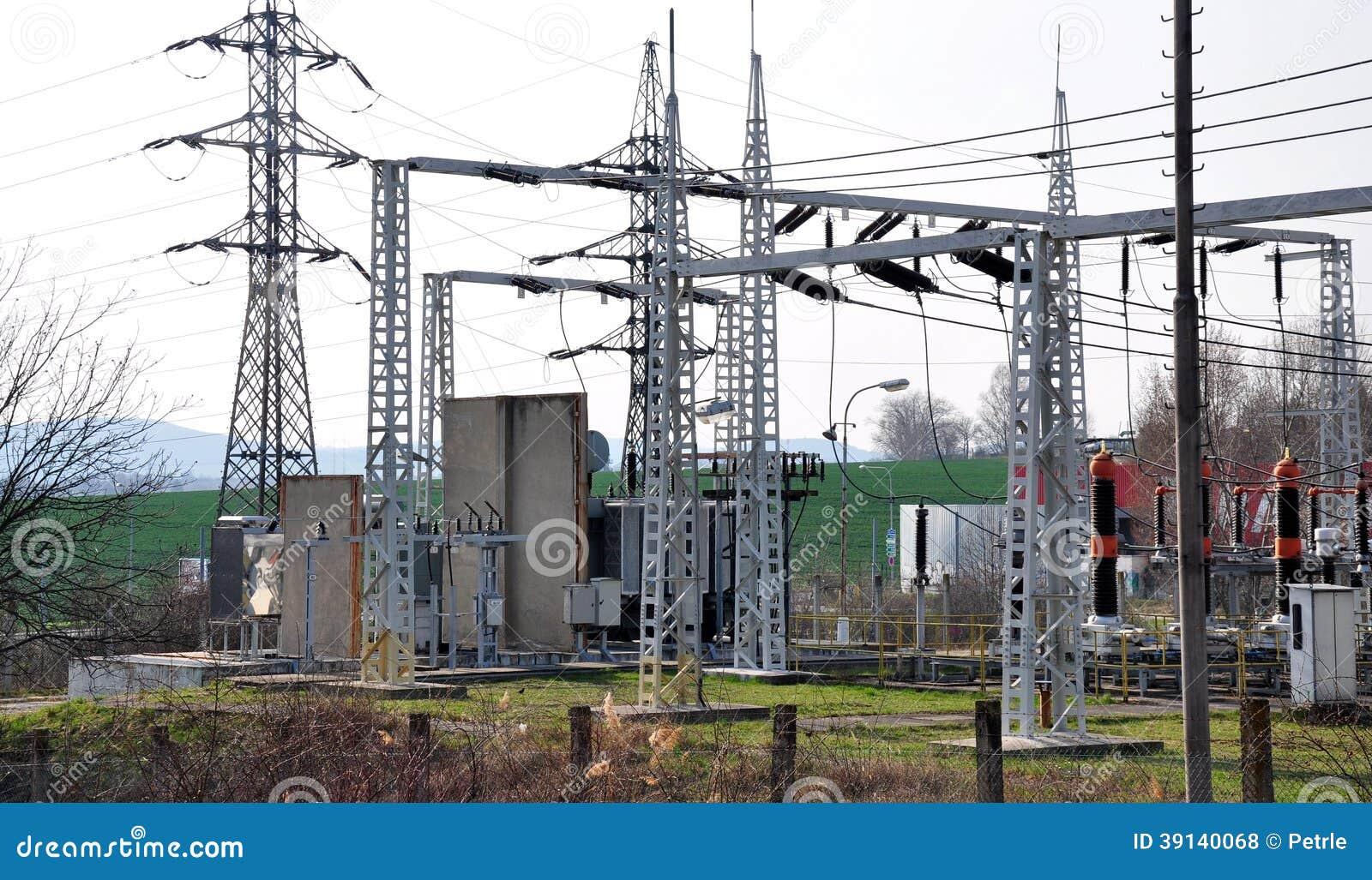 Transformador y alto voltaje de la subestación