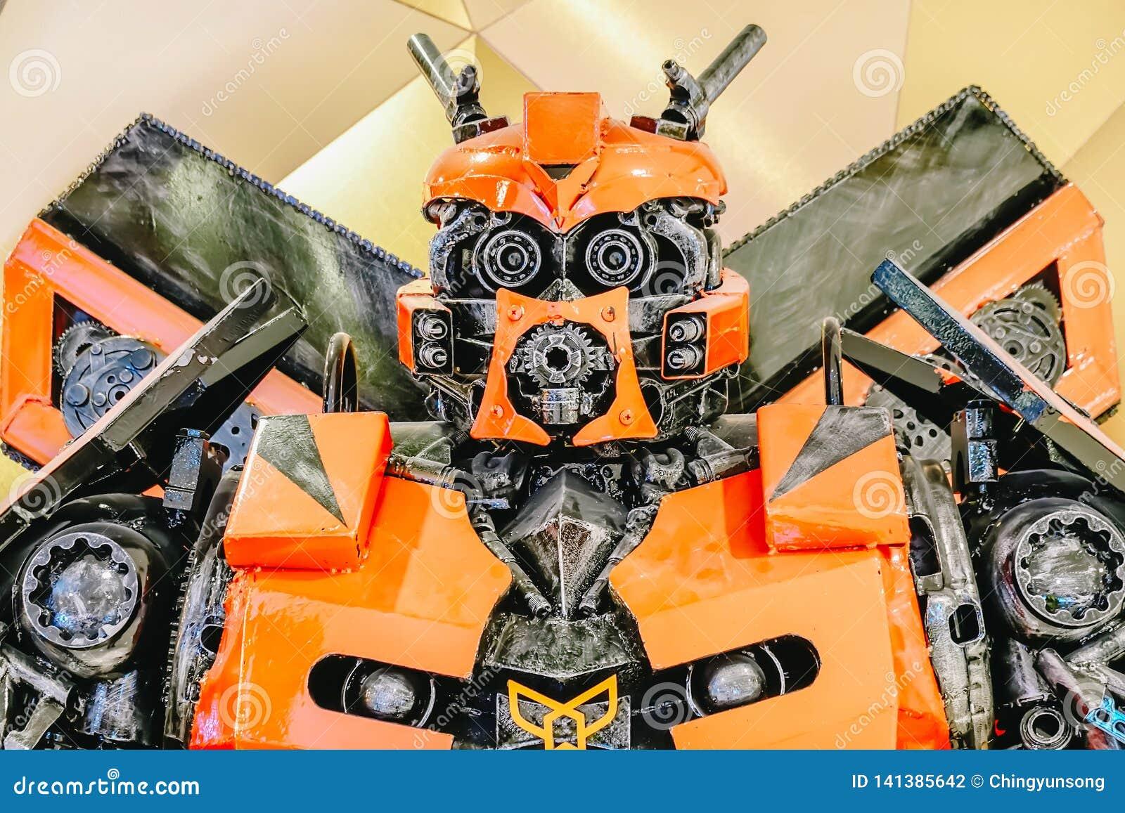 Transformadores Autobot que promove o filme do filme no teatro