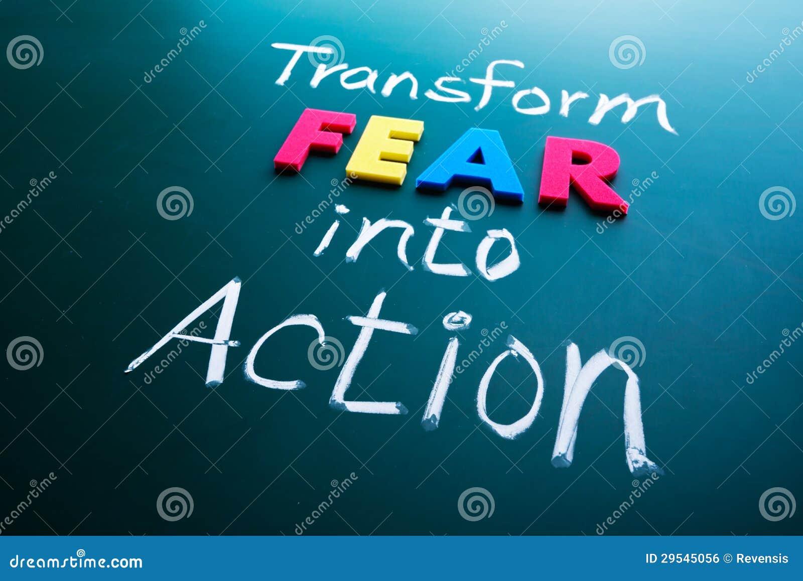 Transforme el miedo en concepto de la acción