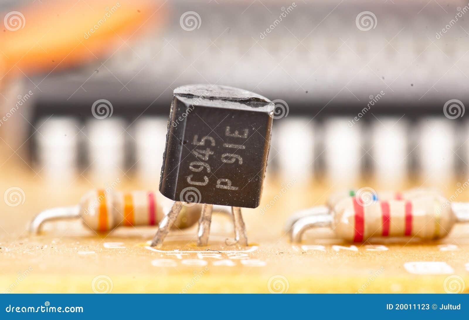 Transistor e microplaqueta