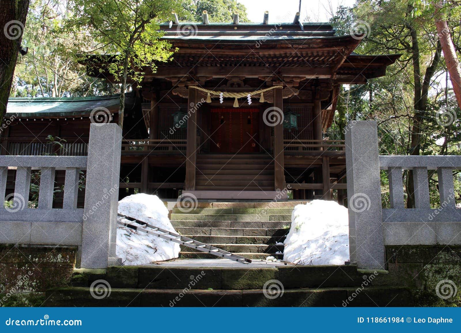 Translation: `Oyama Shrine`. It was covered by light snow