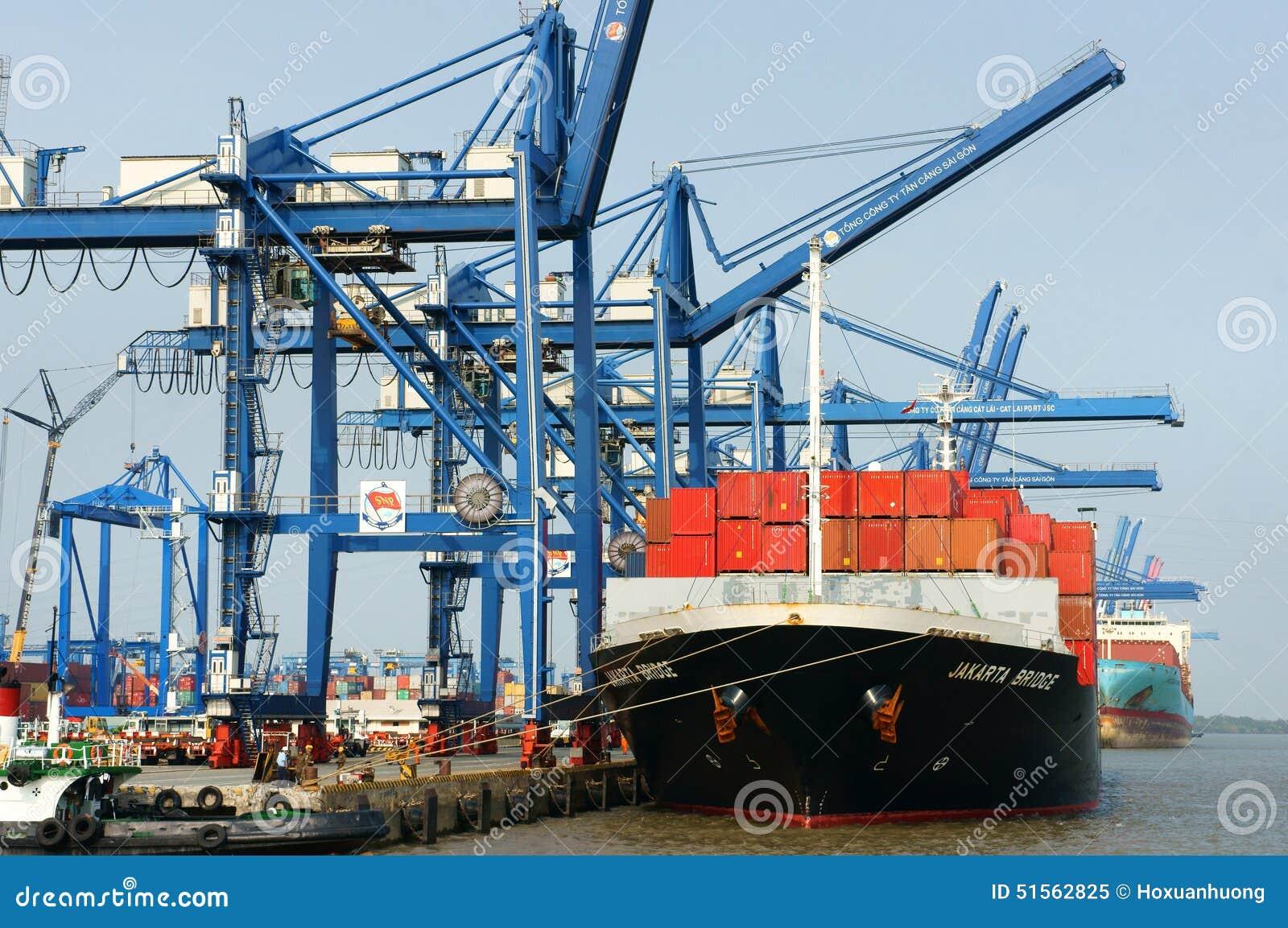 Transport, exportation, importation, port de Ho Chi Minh