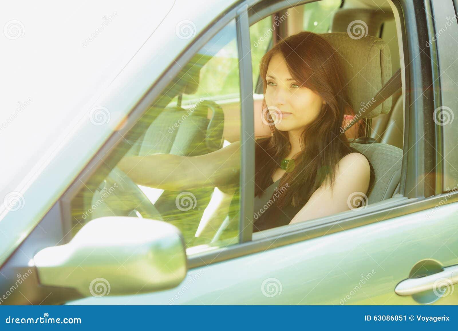 Download Transport Femme De Brune Conduisant Une Voiture Image stock - Image du automobile, brunette: 63086051