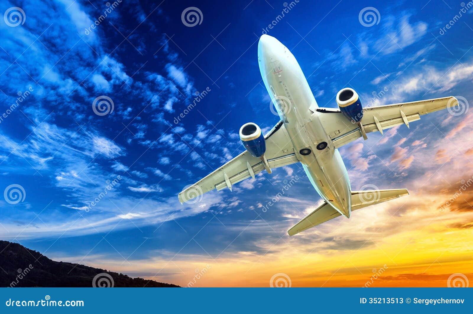 Transporte do avião. Plano de ar do jato