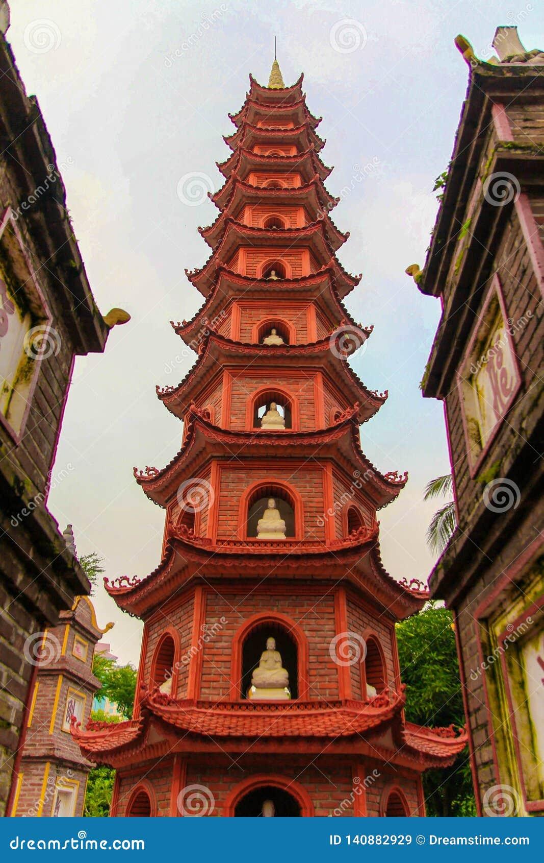 Tranu Quoc pagoda w Hanoi Wietnam