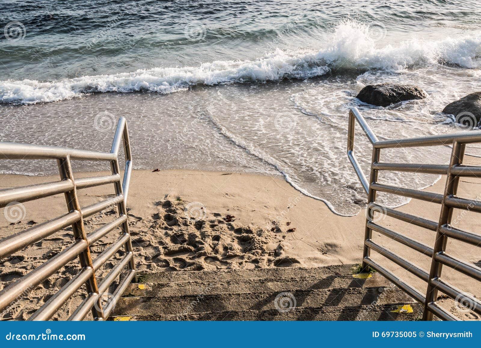 Trap neer aan Strand