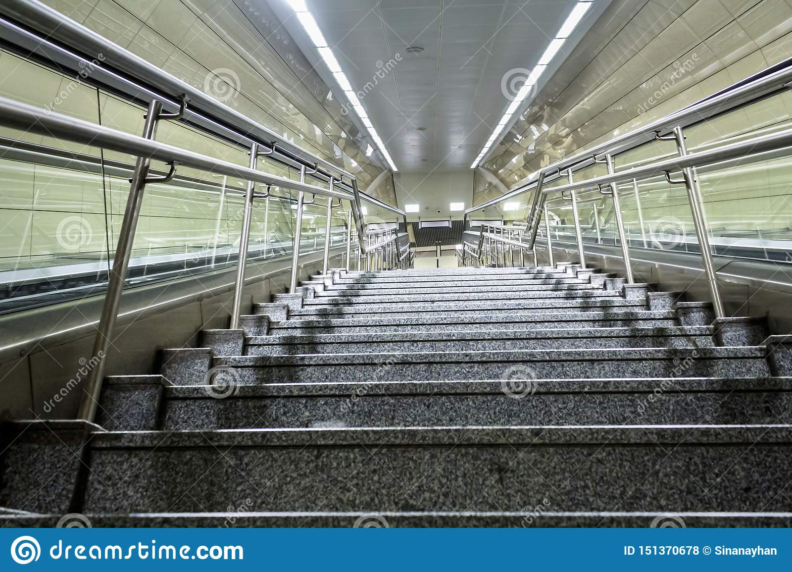 Trappa för gångtunnelstation i den Istanbul staden