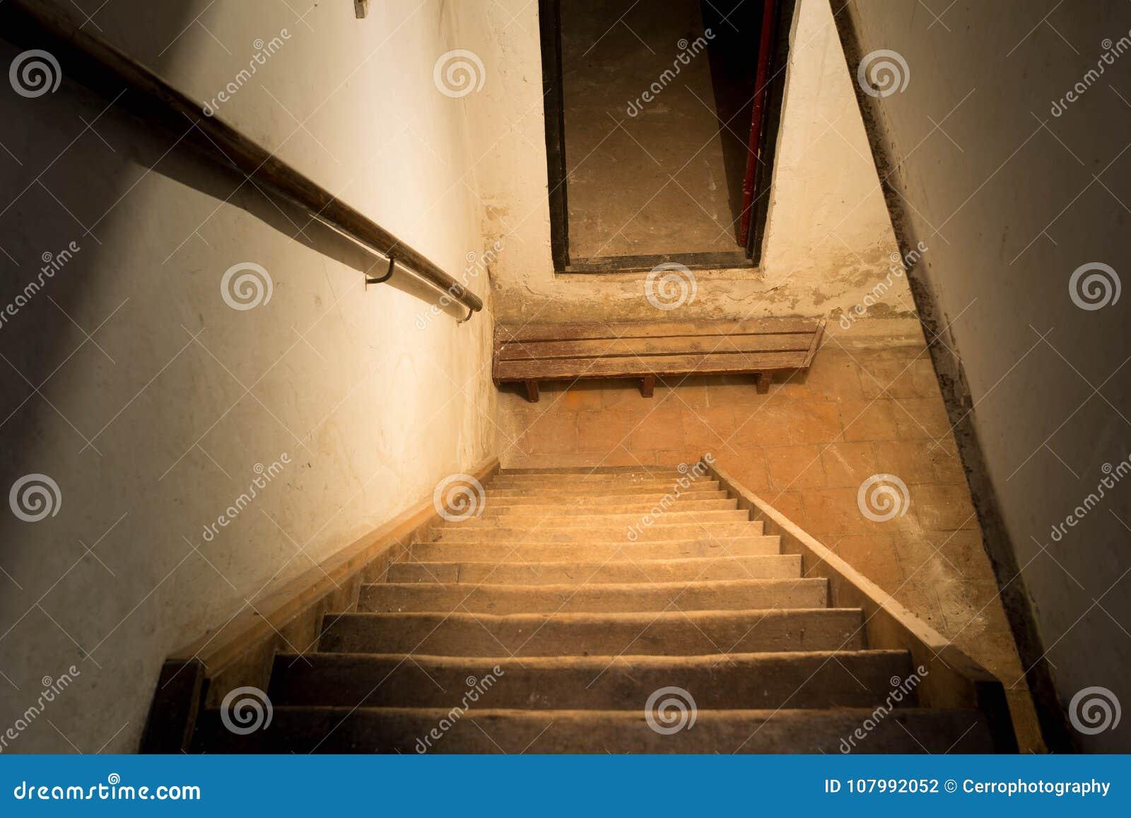 Trappa till källaren