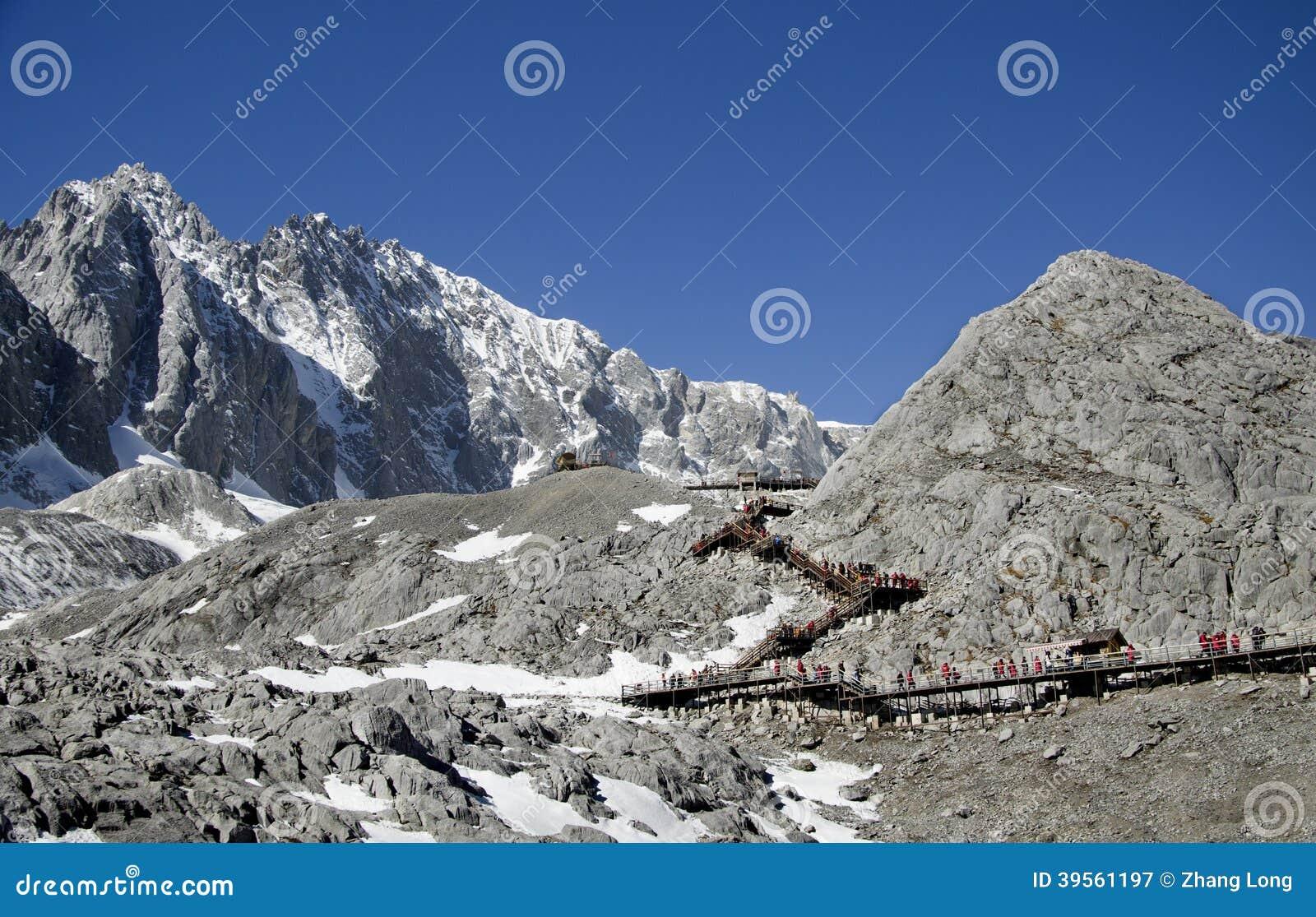 Trappor på det Yulong berget