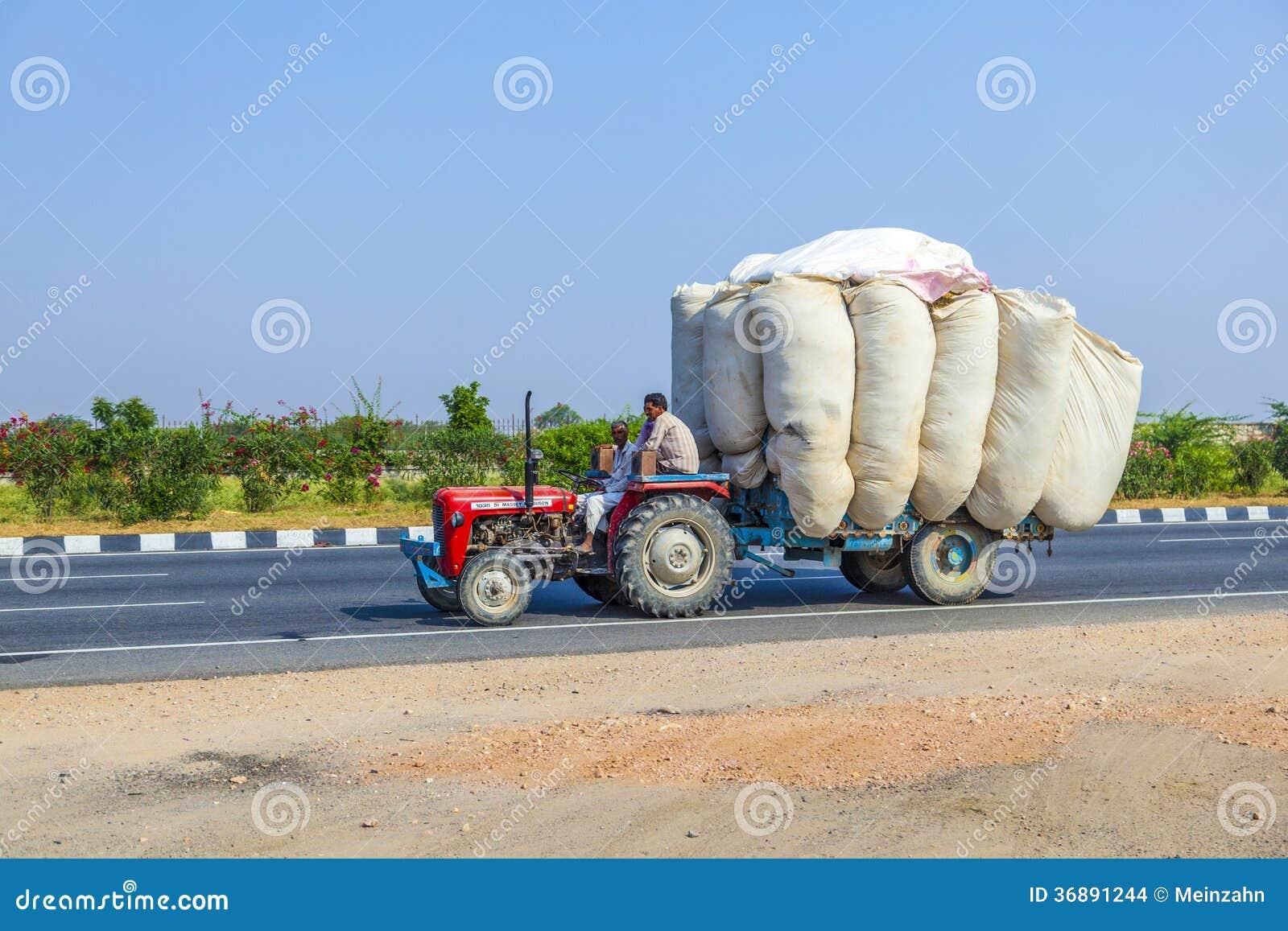 Download Trasporto Stradale In India Immagine Stock Editoriale - Immagine di pericolo, uomo: 36891244