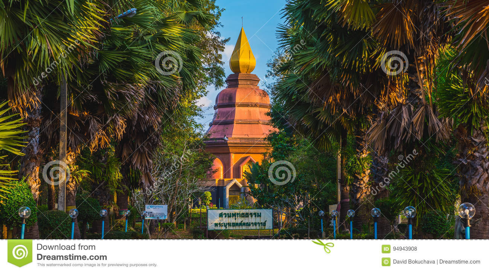 Trat, Thailand: Buddhist temple