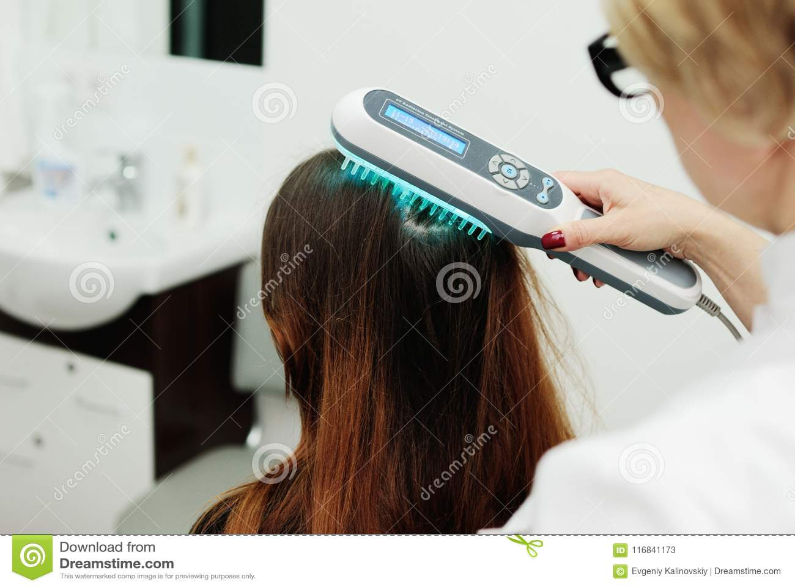 Tratamento do estudo da estrutura do escalpe e do cabelo