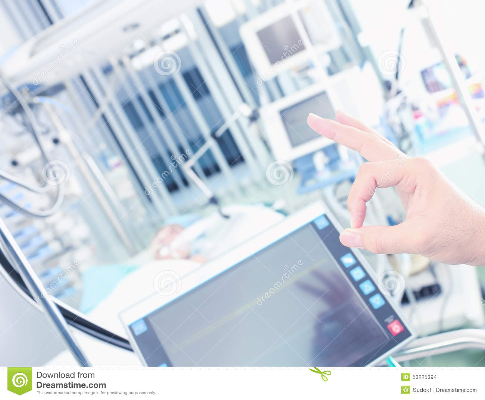 Tratamiento acertado de la mano aceptable del doctor