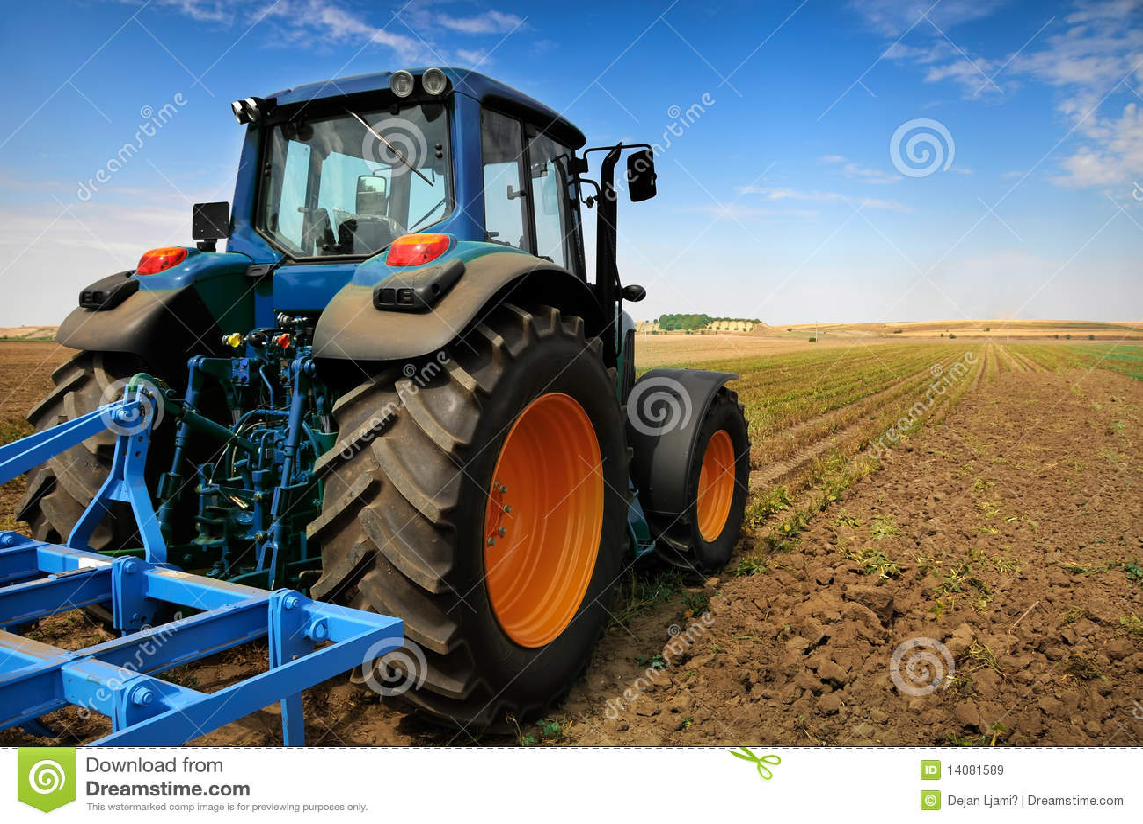 Trattore - strumentazione moderna di agricoltura
