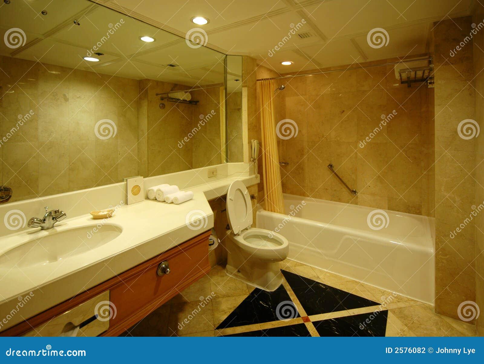 Traumbadezimmer stockfoto. Bild von waschraum, geräumig - 2576082