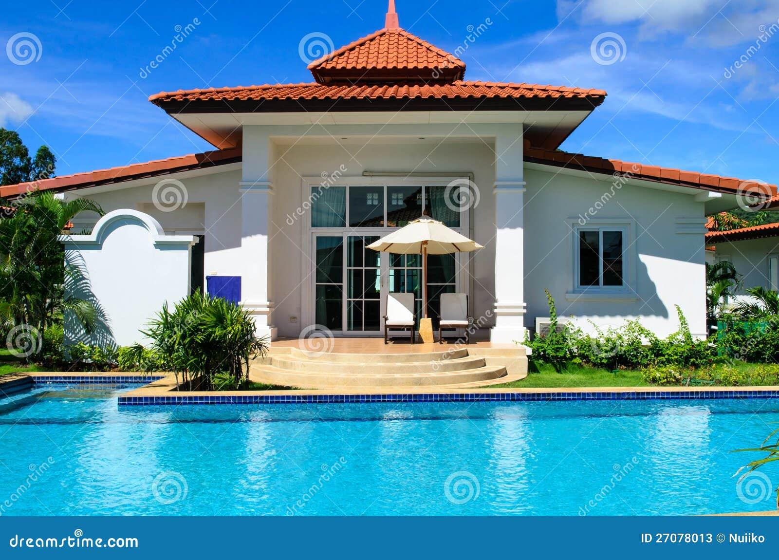 Traumhaus mit pool  Traumhaus Mit Pool Stockfotos - Bild: 27078013