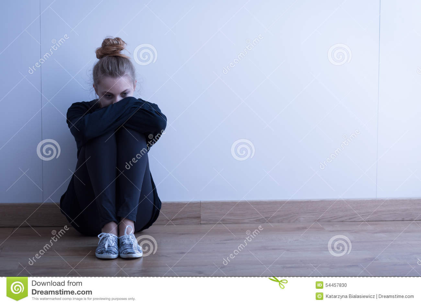 Traurige Frau mit Krise