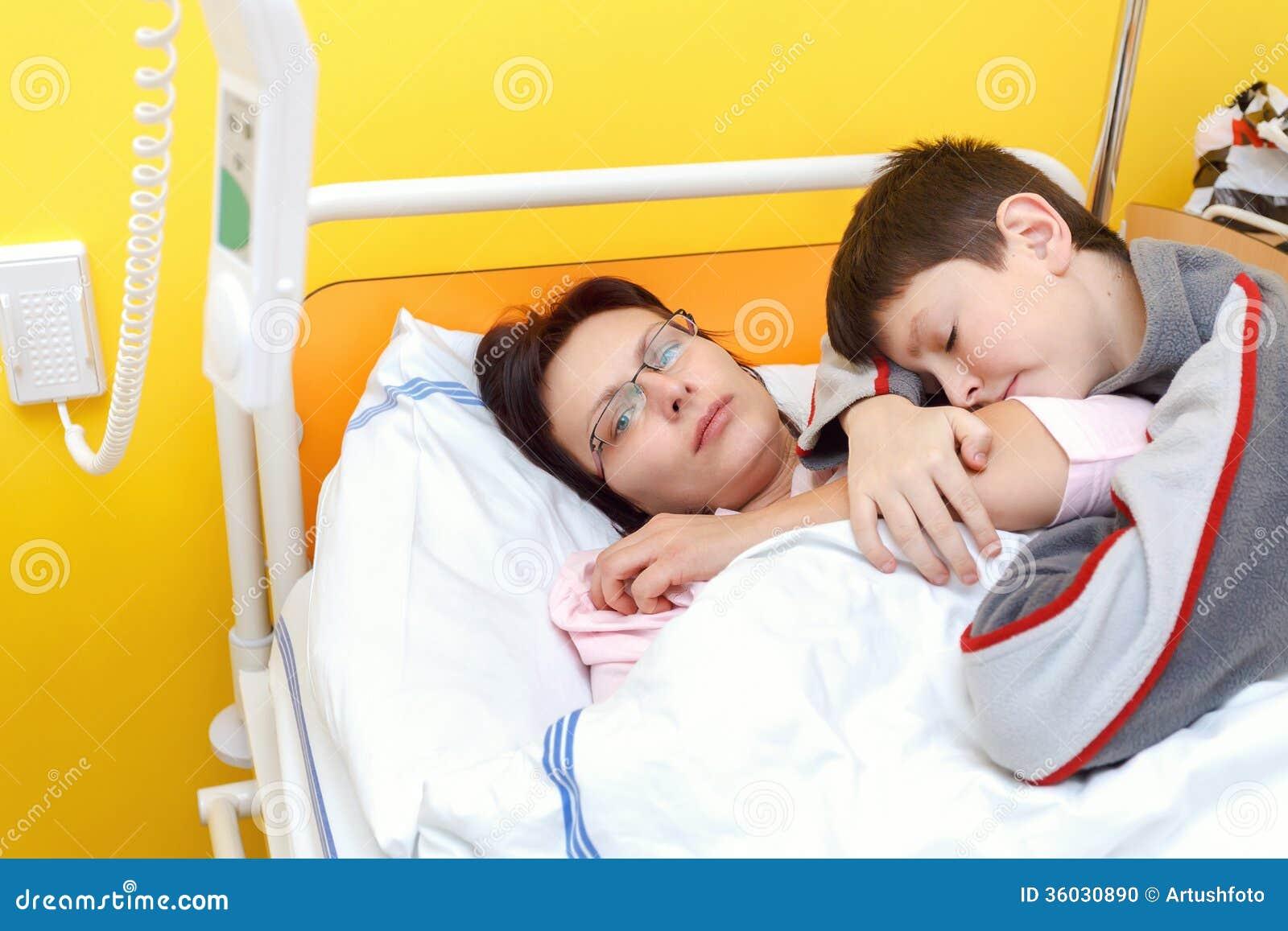 Traurige Frau Von Mittlerem Alter Die Im Krankenhaus Mit