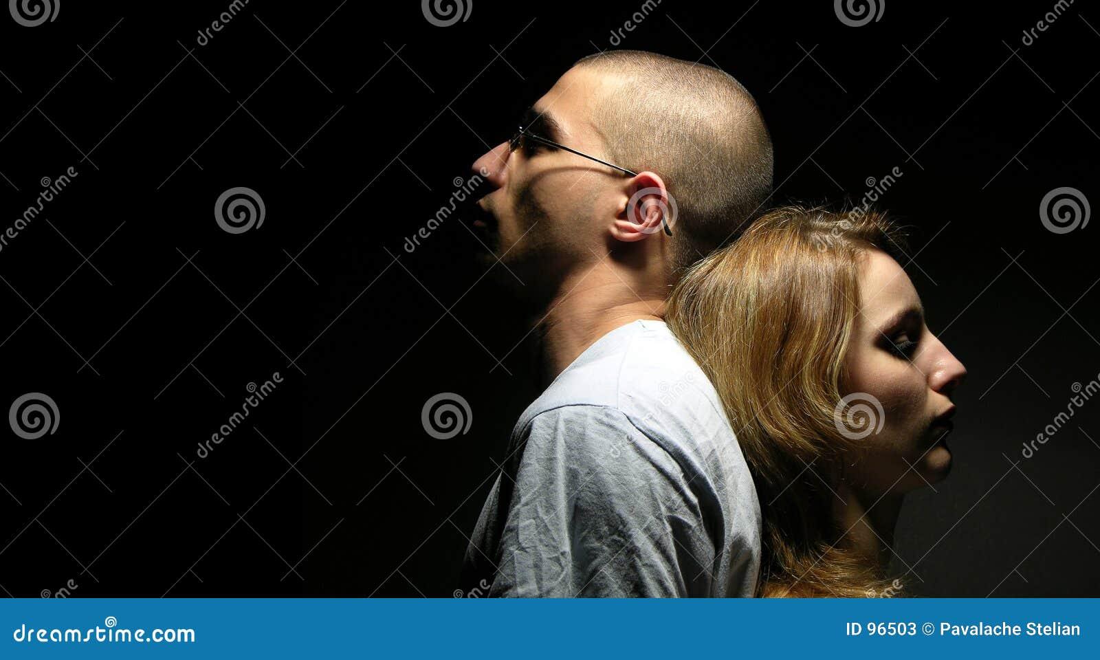 Traurige Paare mit jungem Mädchen und Jungen 4