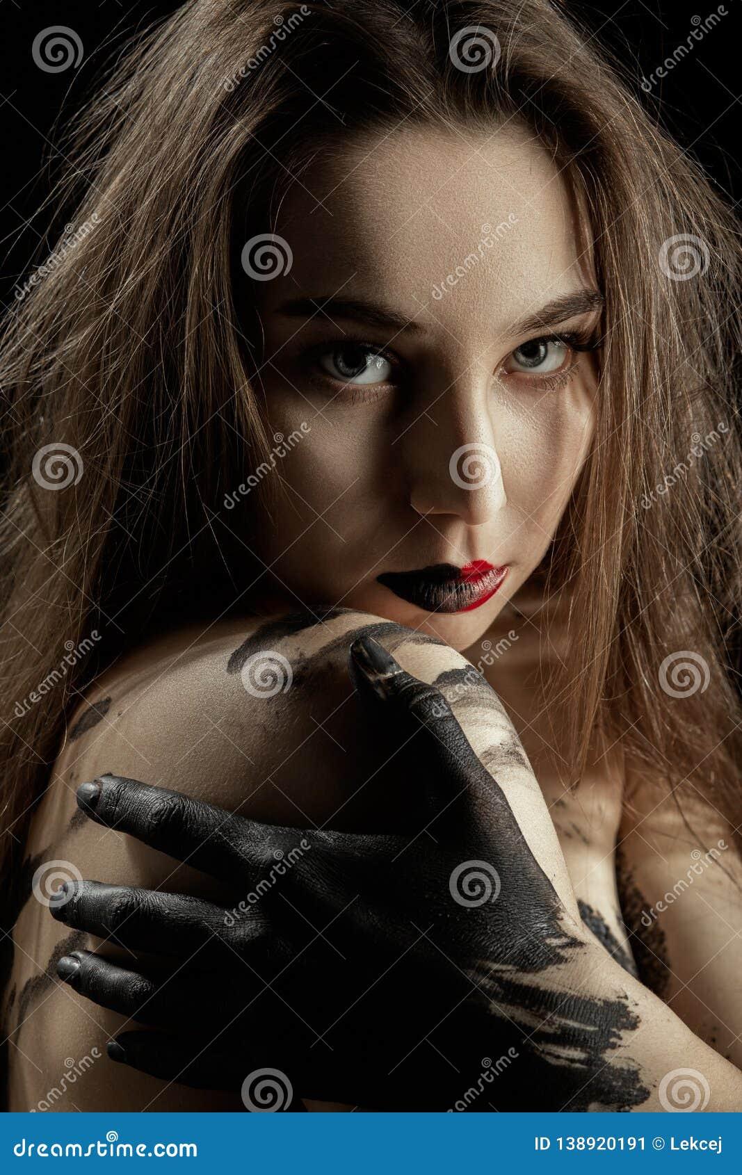 Traurige schmutzige Frau stockbild. Bild von frau