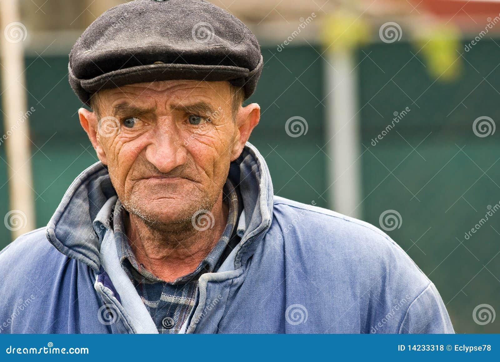 Alter Mann leckt Kitzler