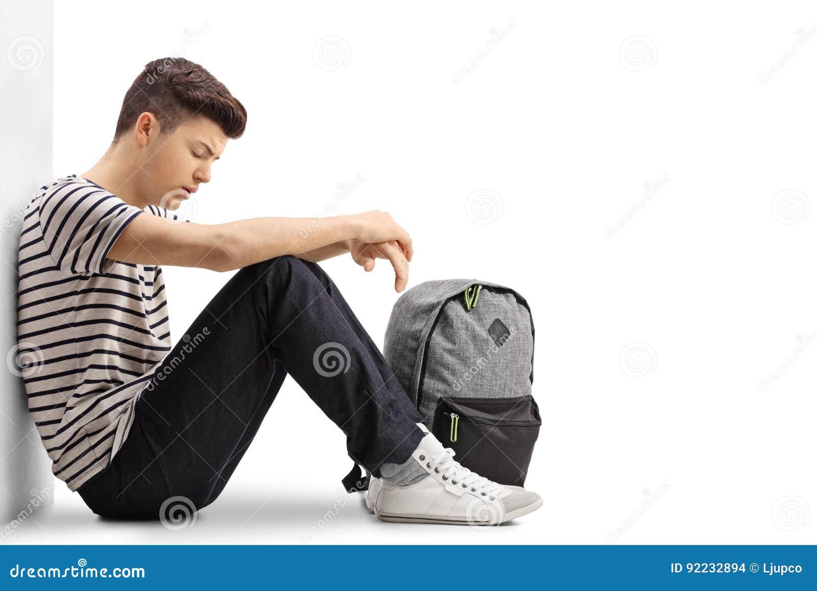 trauriger jugendstudent der auf dem boden sitzt stockfoto bild von bitter lehnen 92232894. Black Bedroom Furniture Sets. Home Design Ideas