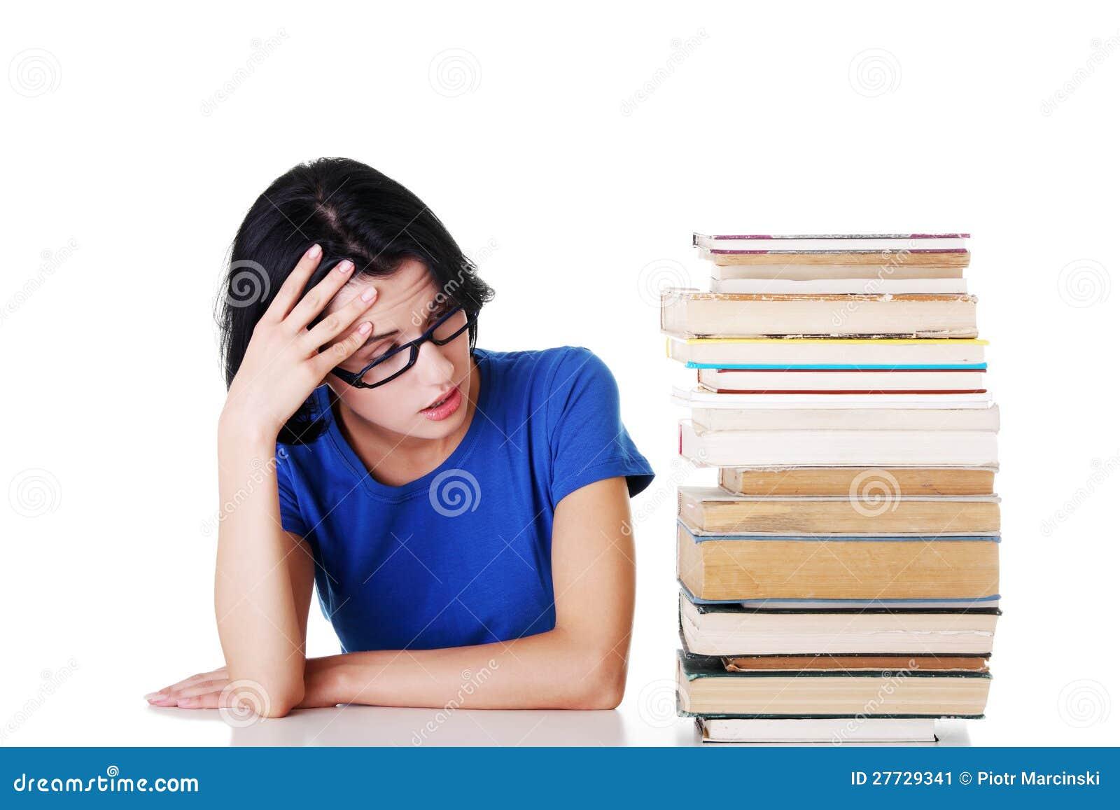 Trauriger weiblicher Kursteilnehmer mit Lernenschwierigkeiten
