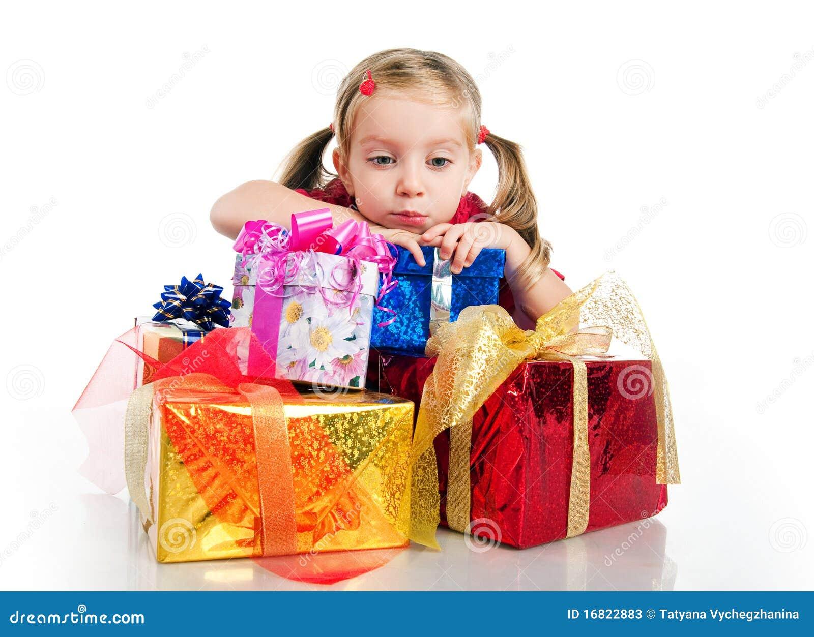 Trauriges Kleines Mädchen Wih Die Geschenke Stockbild - Bild von ...