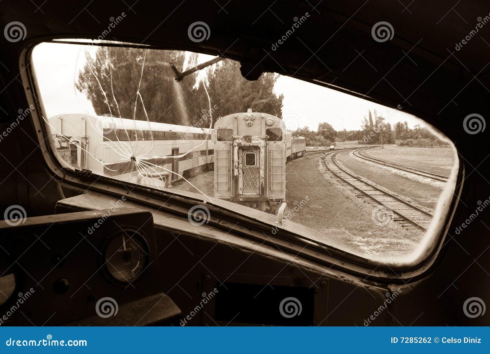 Ferrocarril visto de la locomotora vieja