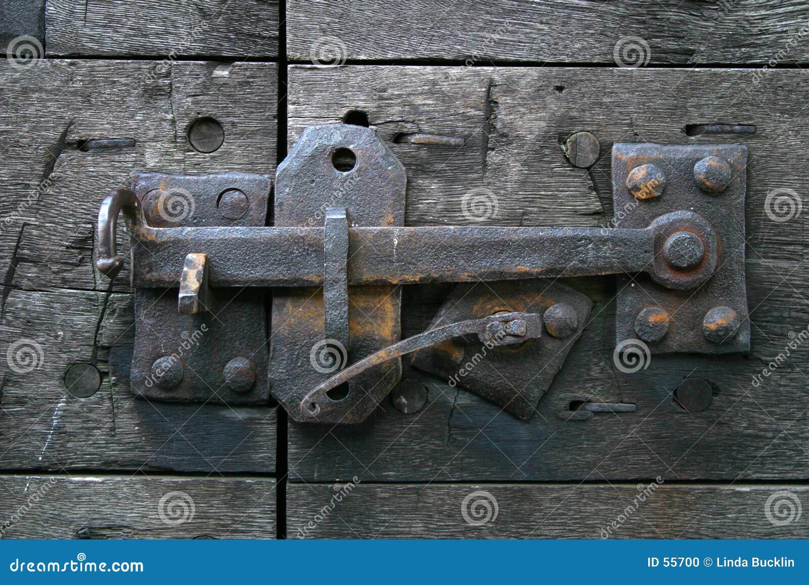 Trava de porta antiga
