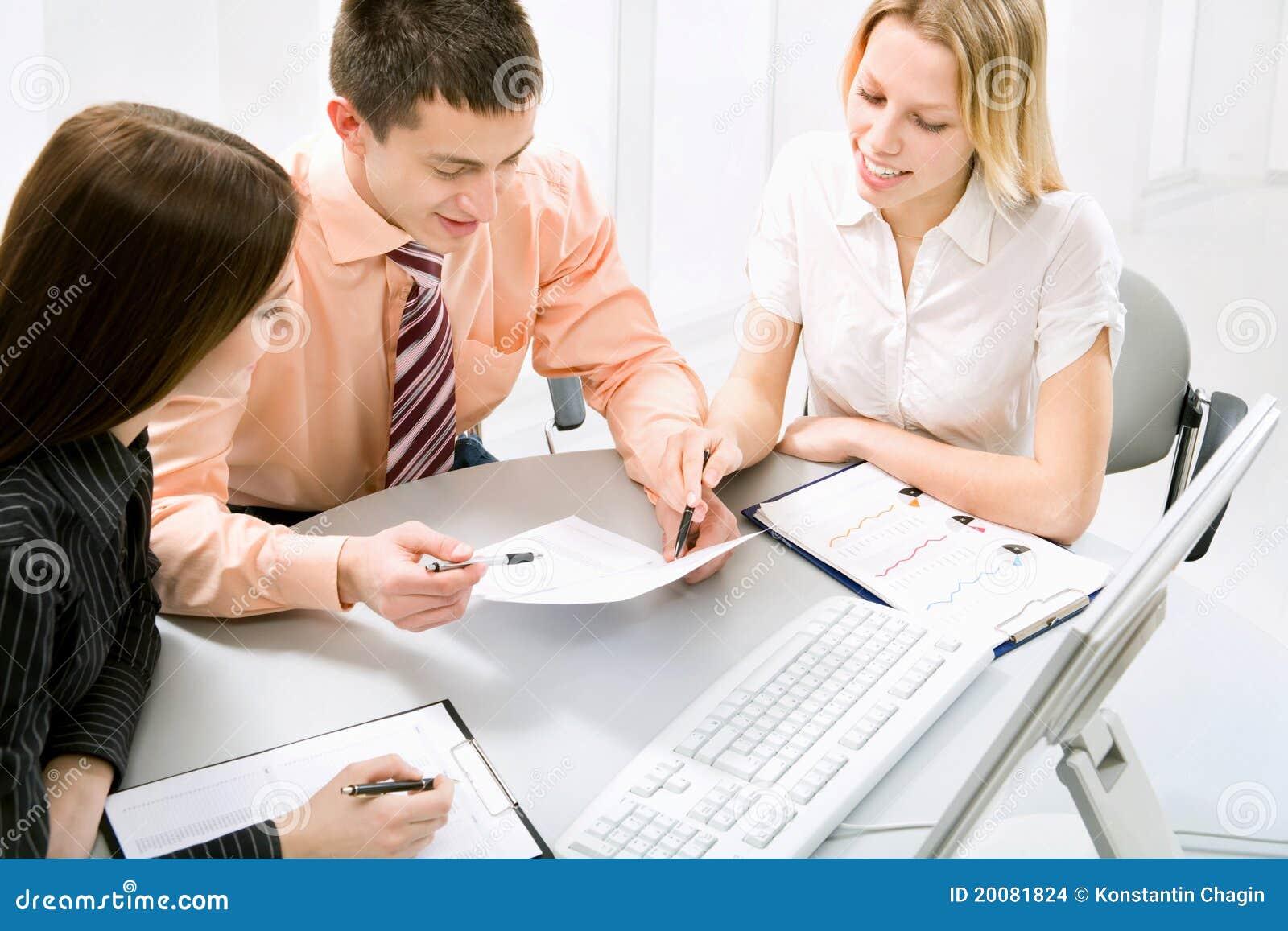 Travail au bureau images stock image 20081824 for Photos gratuites travail bureau