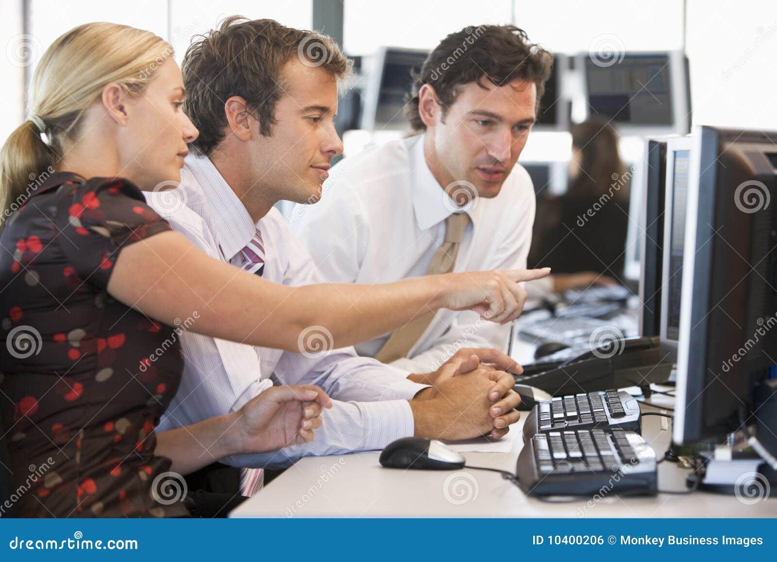 Travail courant de commerçant d équipe