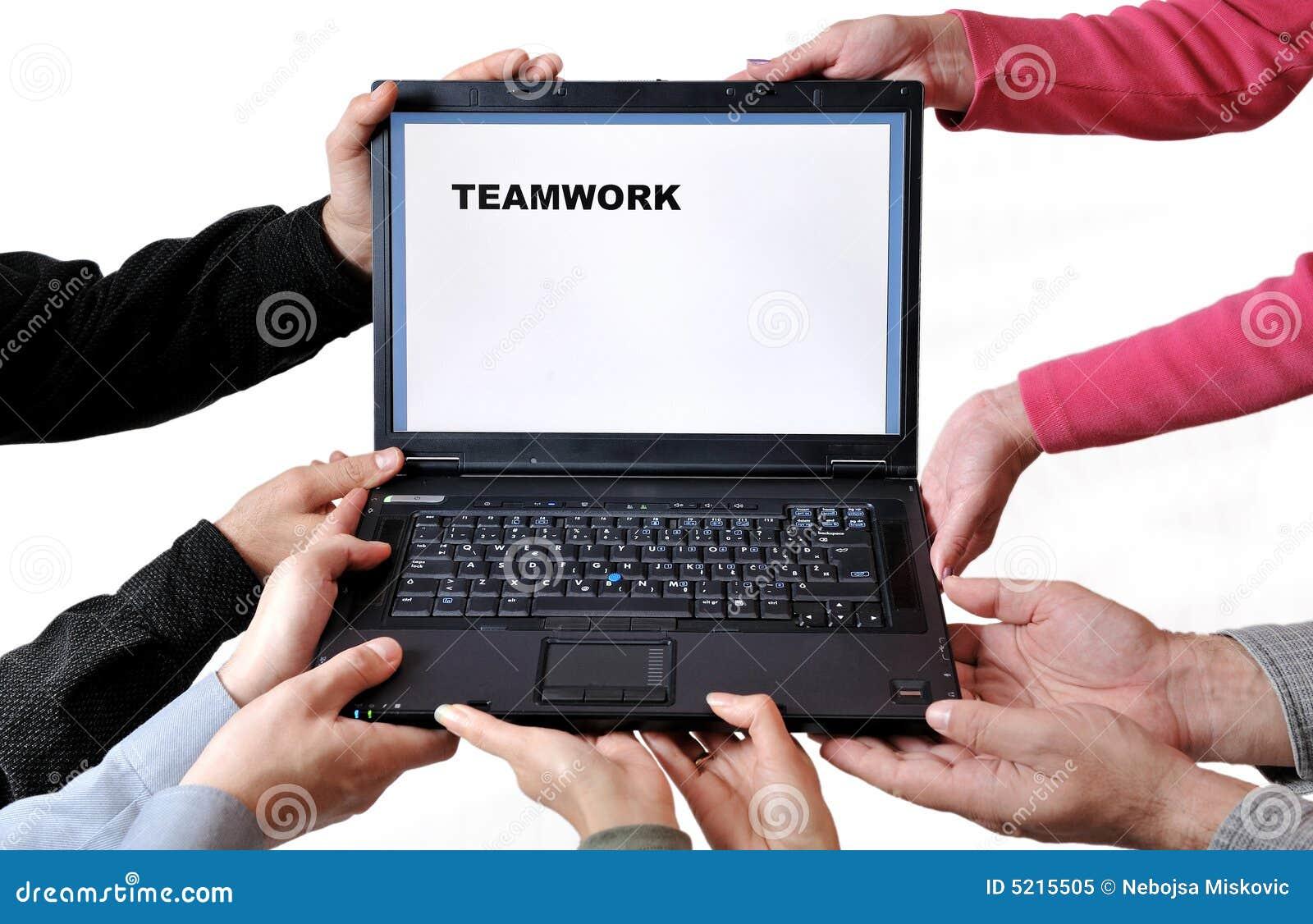 Travail d équipe d ordinateur