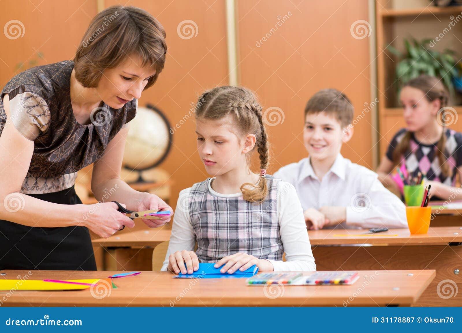 Travail d enfants d école à la leçon