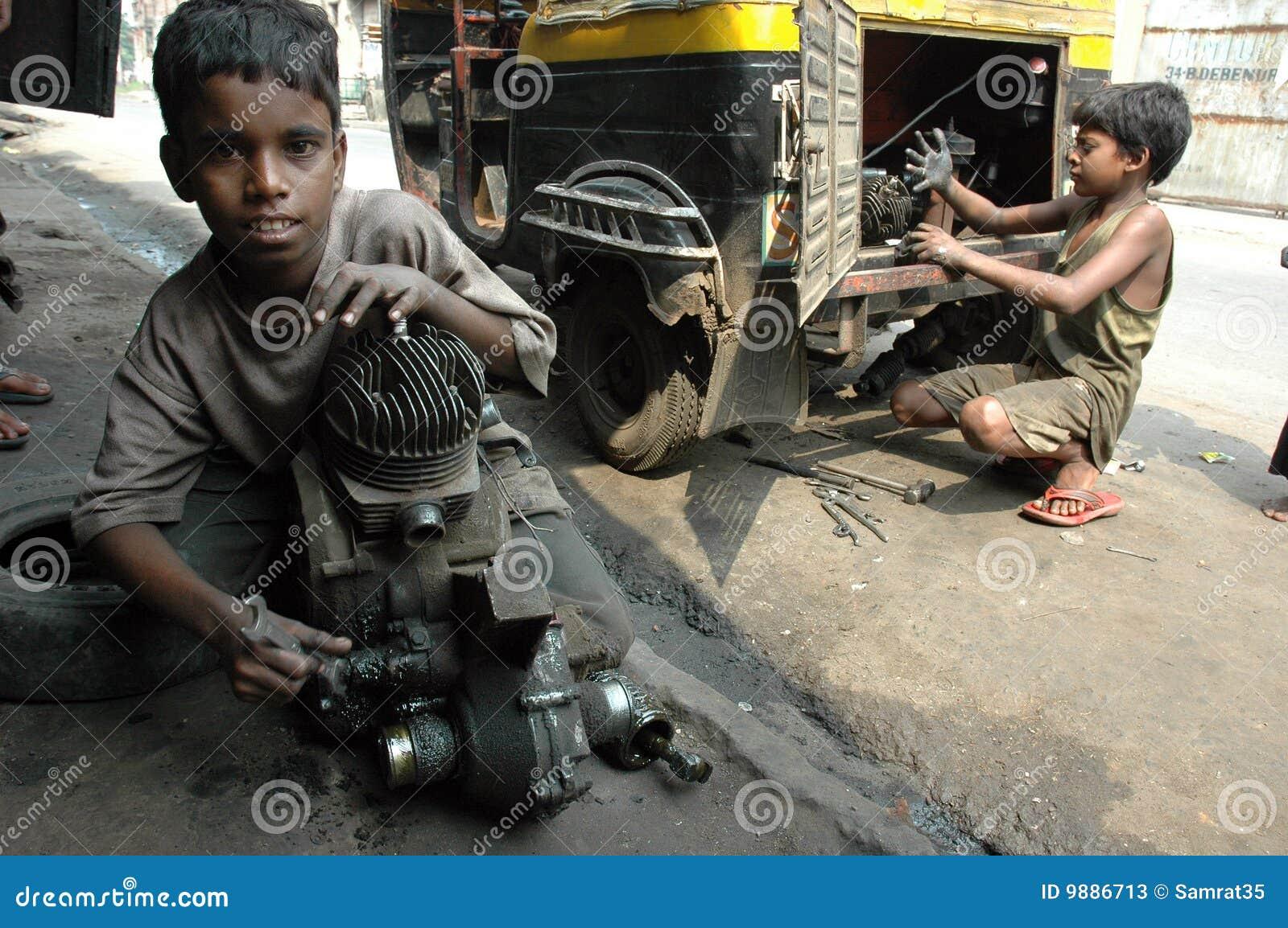 travail de l 39 inde d 39 enfant photo stock ditorial image du indien 9886713. Black Bedroom Furniture Sets. Home Design Ideas