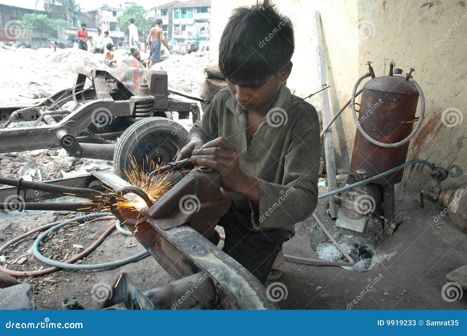 Offre d'emploi: Manœuvre - Près de Magog - temps plein/partiel ou étudiant chez Randstad Canada, Granby, Québec.