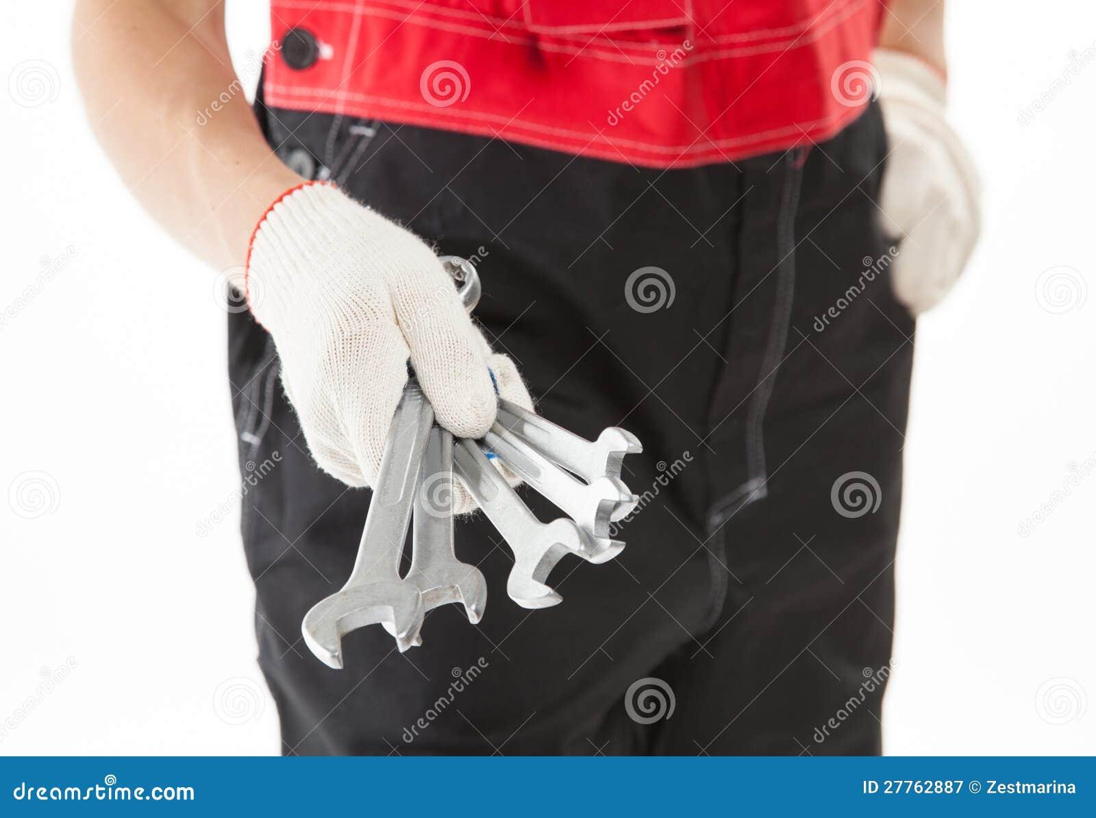 Travailleur de la construction dans l uniforme avec des outils
