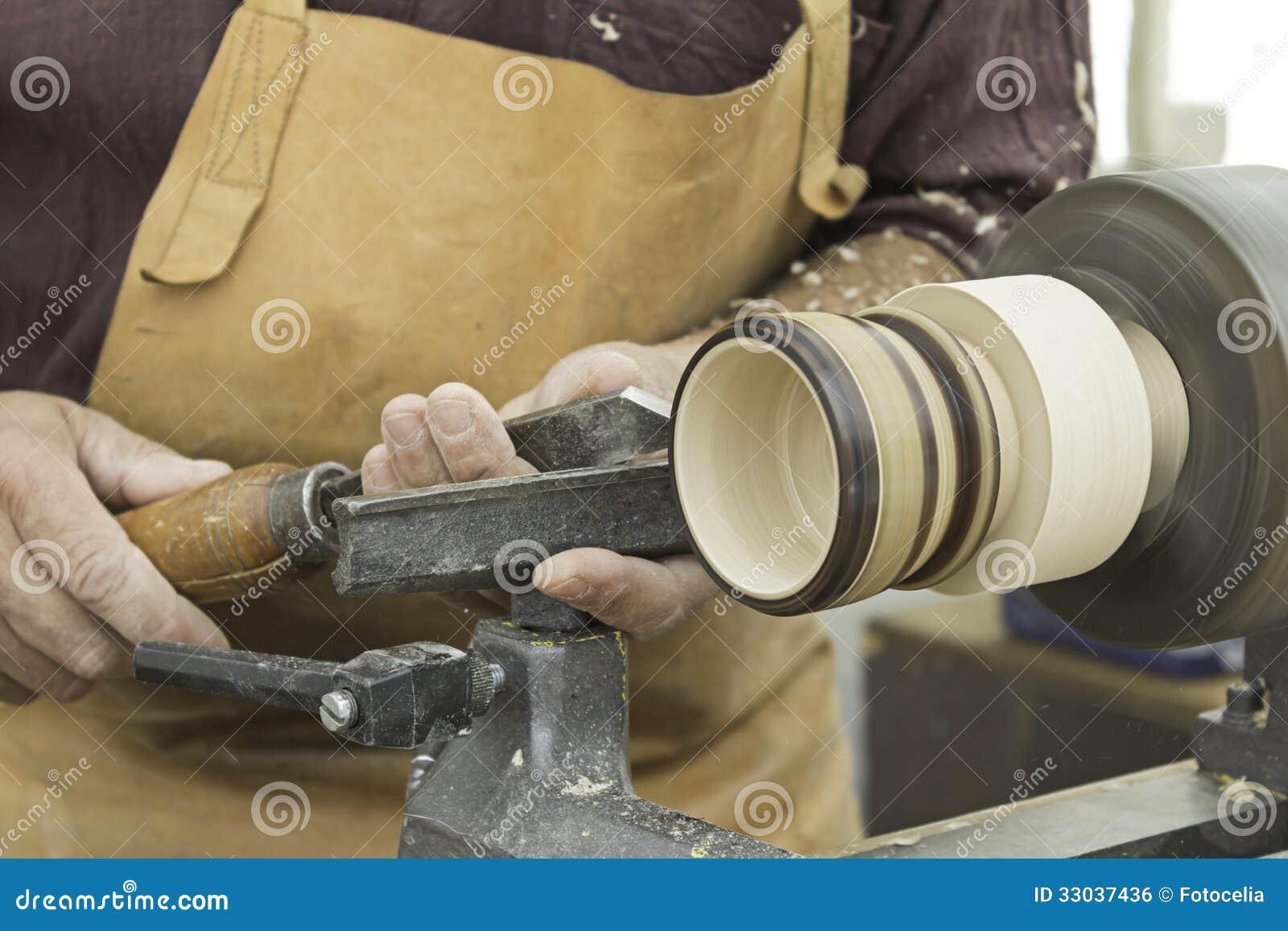 Travailleur en bois et de tour