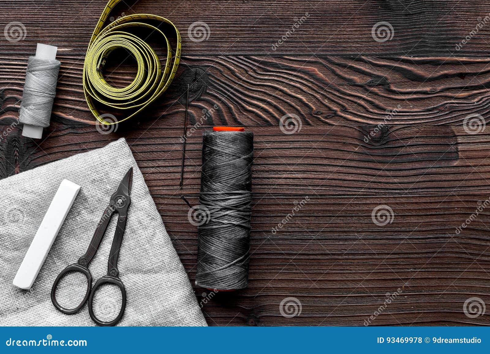 Travaillez l espace de travail avec la couture et la maquette en