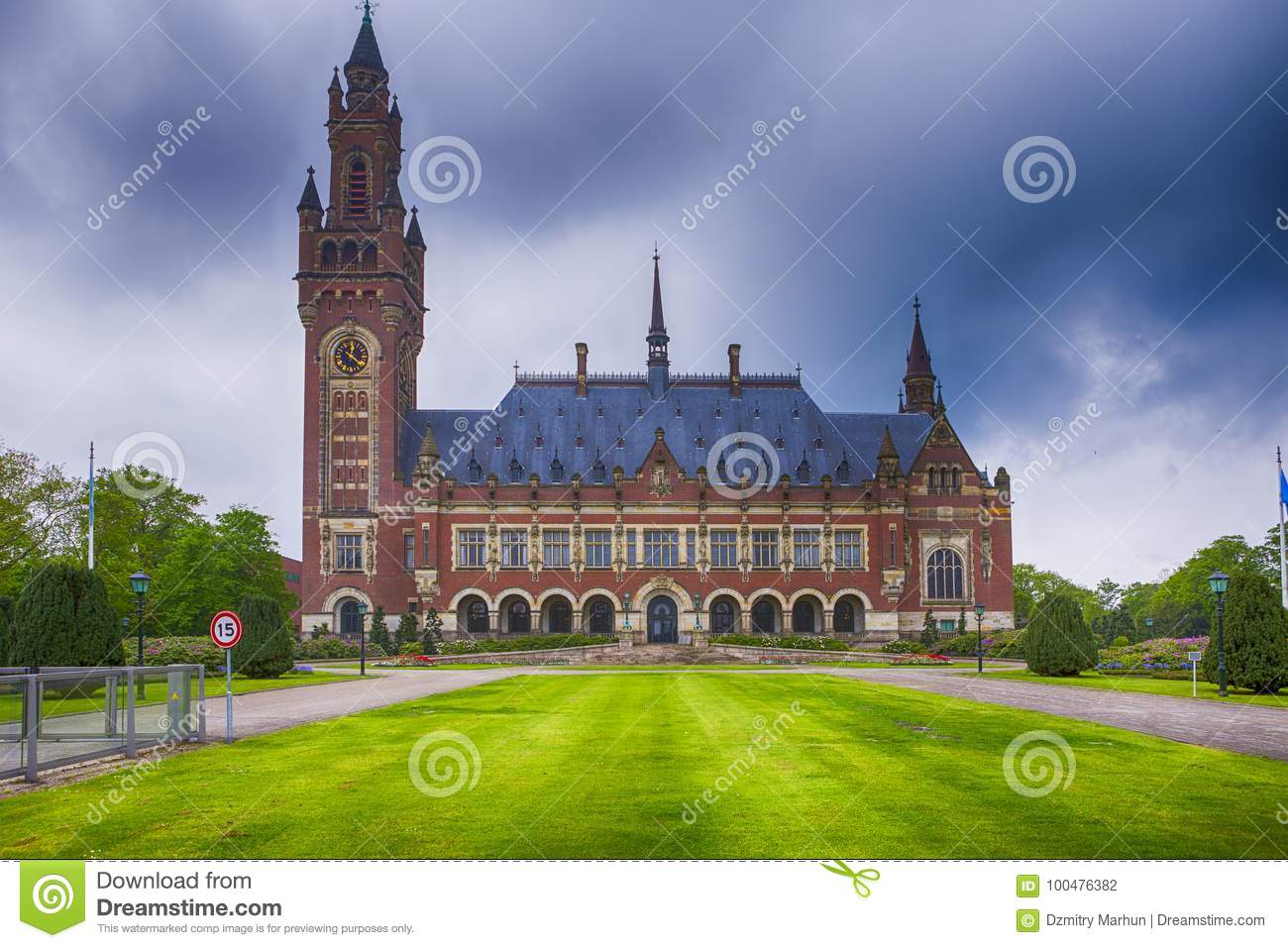 Travel Consepts. Peace Palace in Den Haag Hague
