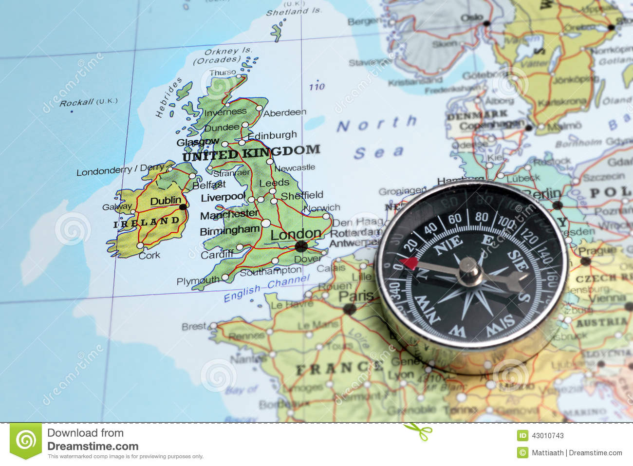 Travel Destination United Kingdom And Ireland Map With Compass – Travel Map of Ireland