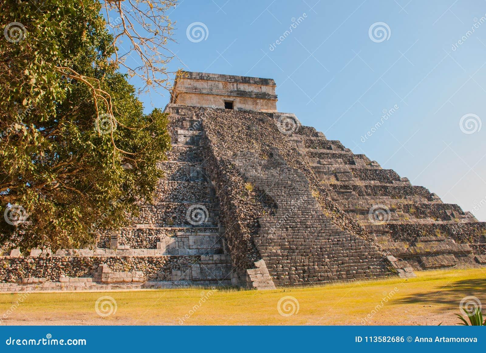 Anicent Maya mayan pyramid El Castillo Kukulkan in Chichen-Itza, Mexico