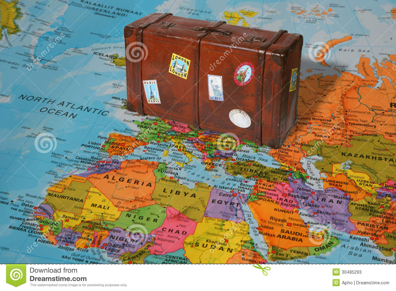 travel-suitcase-world-map-30485293.jpg
